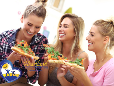Young women pizza